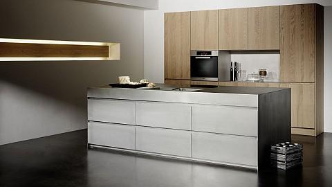 Eggersmann luxe rvs keuken met houten kasten, ASWA Keukens