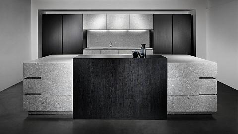 Eggersmann Luna Grey eiland in natuursteen gecombineerd met hout - luxe keuken, ASWA Keukens