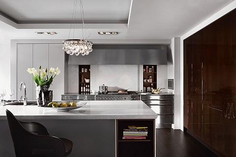SieMatic Classic keukeneiland met gelakte houten kasten en rvs fronten, ASWA Keukens