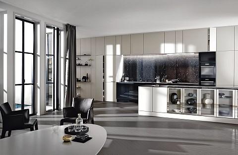 SieMatic Pure eiland met zwart marmer er glazen kasten, ASWA Keukens