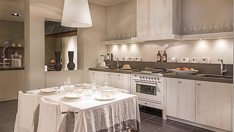 Showroomkeuken SilverLine Wood houten keuken landelijk wit