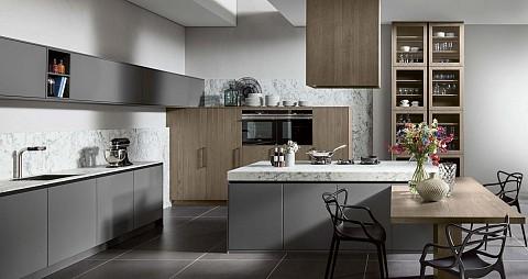 SilverLine landelijke keuken met kookeiland grijs hout, ASWA Keukens