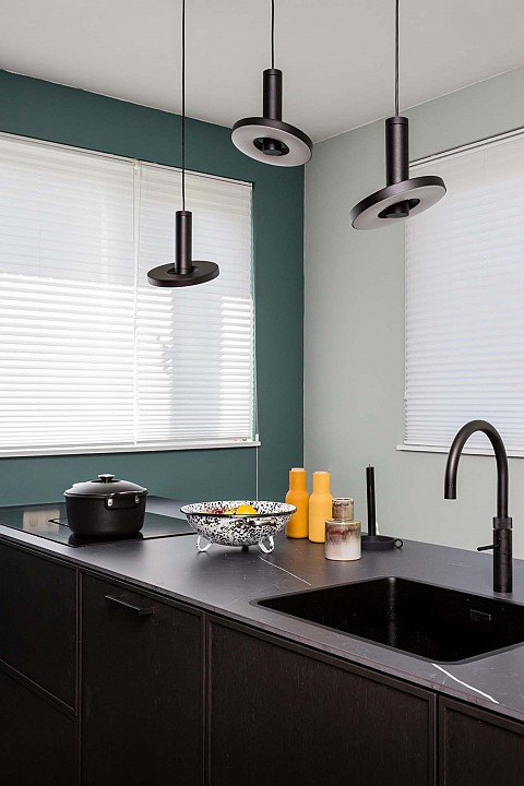vtwonen keuken zwart hout met ATAG apparatuur, ASWA Keukens