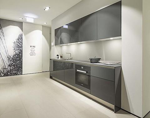 Showroomkeuken SieMatic hoogglans grijs, ASWA Keukens Uden