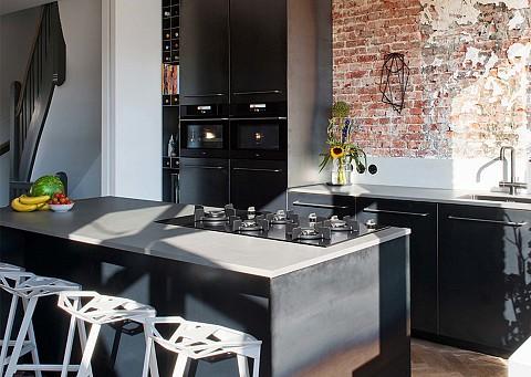 Industriële keuken met zwarte Pelgrim keukenapparatuur, ASWA Keukens