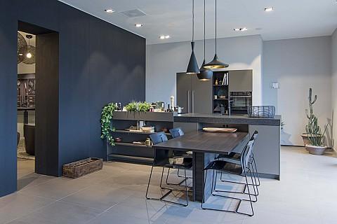 Showroomkeuken Siematic donkere keuken met kruidentuin, ASWA Keukens Uden