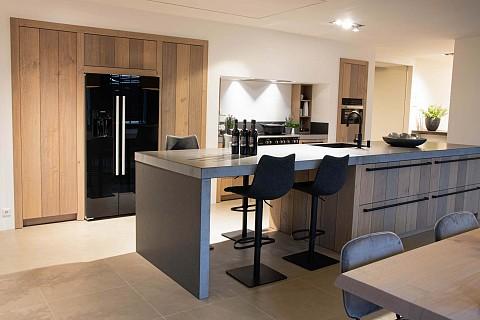 Showroomkeuken keukeneiland landelijk met laden, ASWA Keukens Dordrecht
