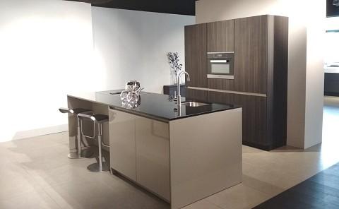 SieMatic SXSLG hoogglans keuken met composiet keukenblad, showroomkeuken ASWA Keukens
