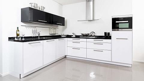 Witte hoogglans showroomkeuken Helmond, ASWA Keukens