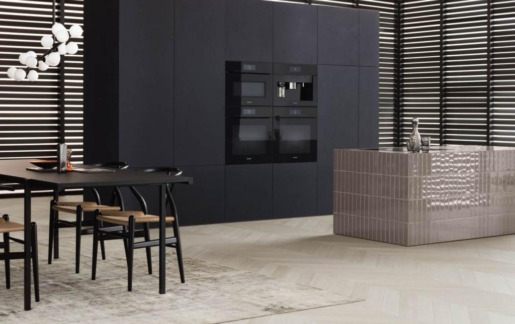 Grijze keuken met grijze Miele (stoom) ovens en koffiemachine