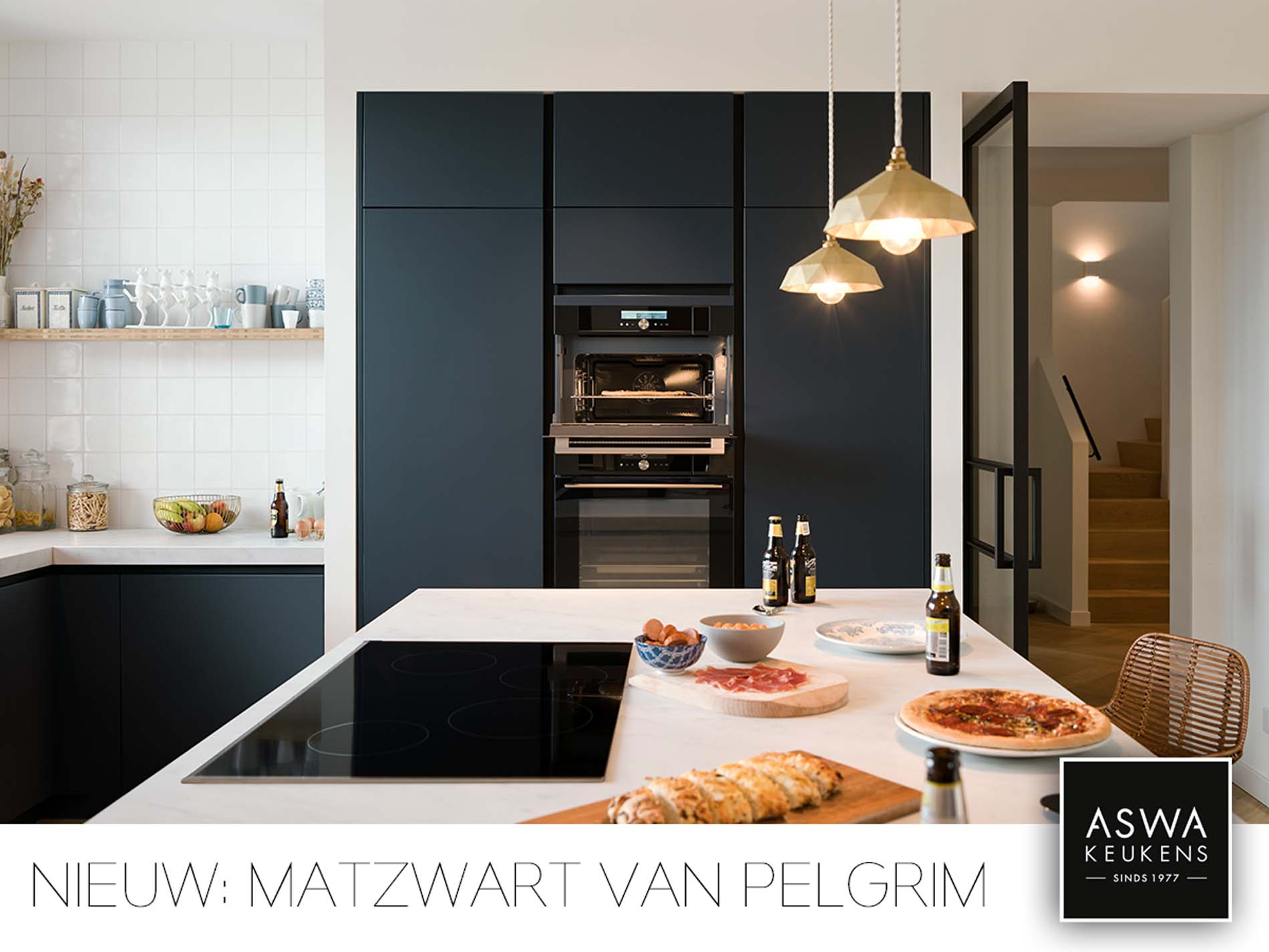 Zwarte keuken met mat zwarte keukenapparatuur van Pelgrim Matzwart