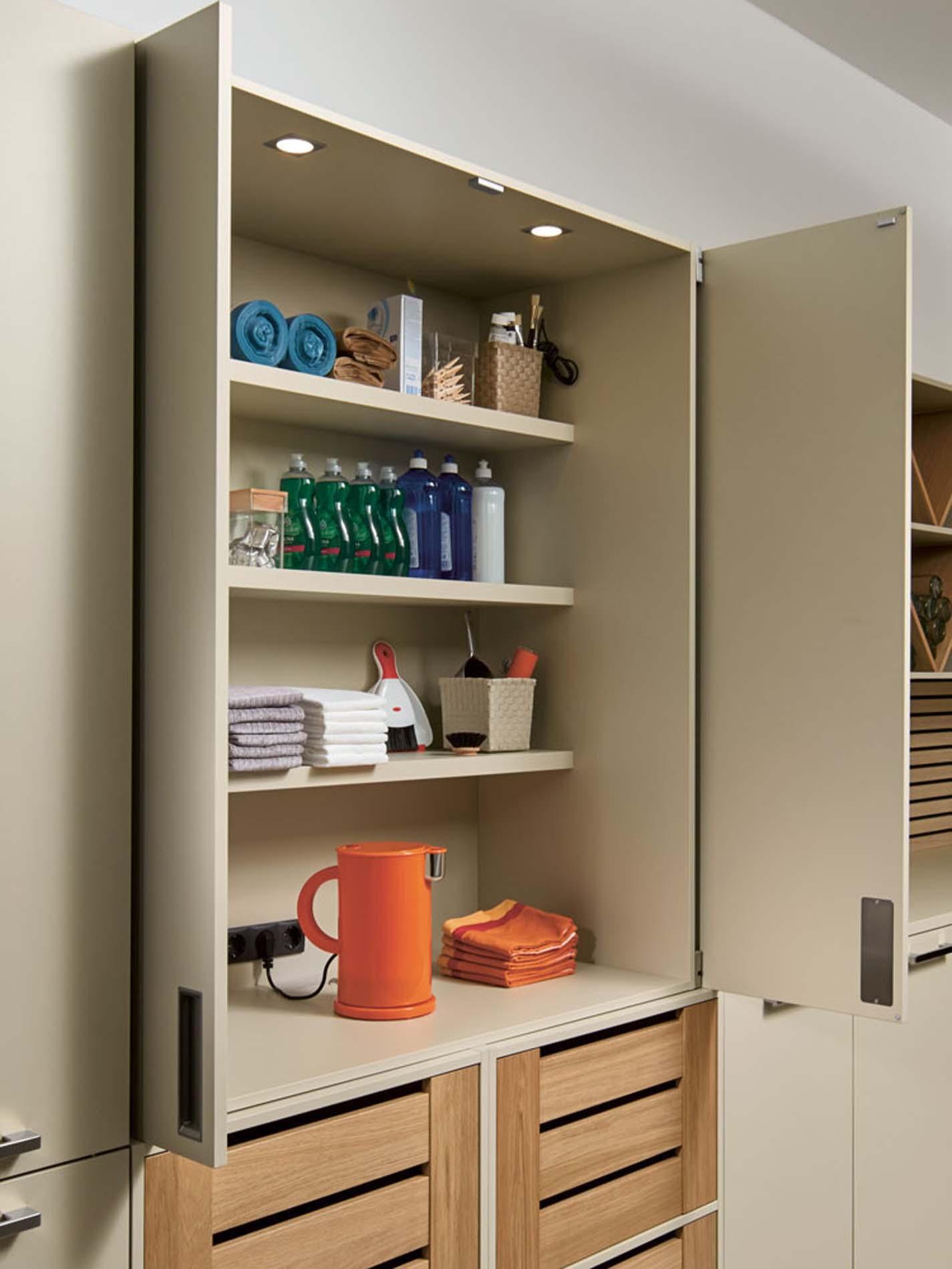 Voorraadkast bijkeuken kastenwand, ASWA Keukens
